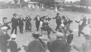 Danses bretonnes, traditions de mariages bretons.
