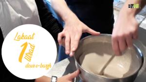 Ajouter un litre d'eau à la pâte.